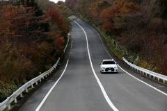 峠を駆け抜けるスカイライン400R