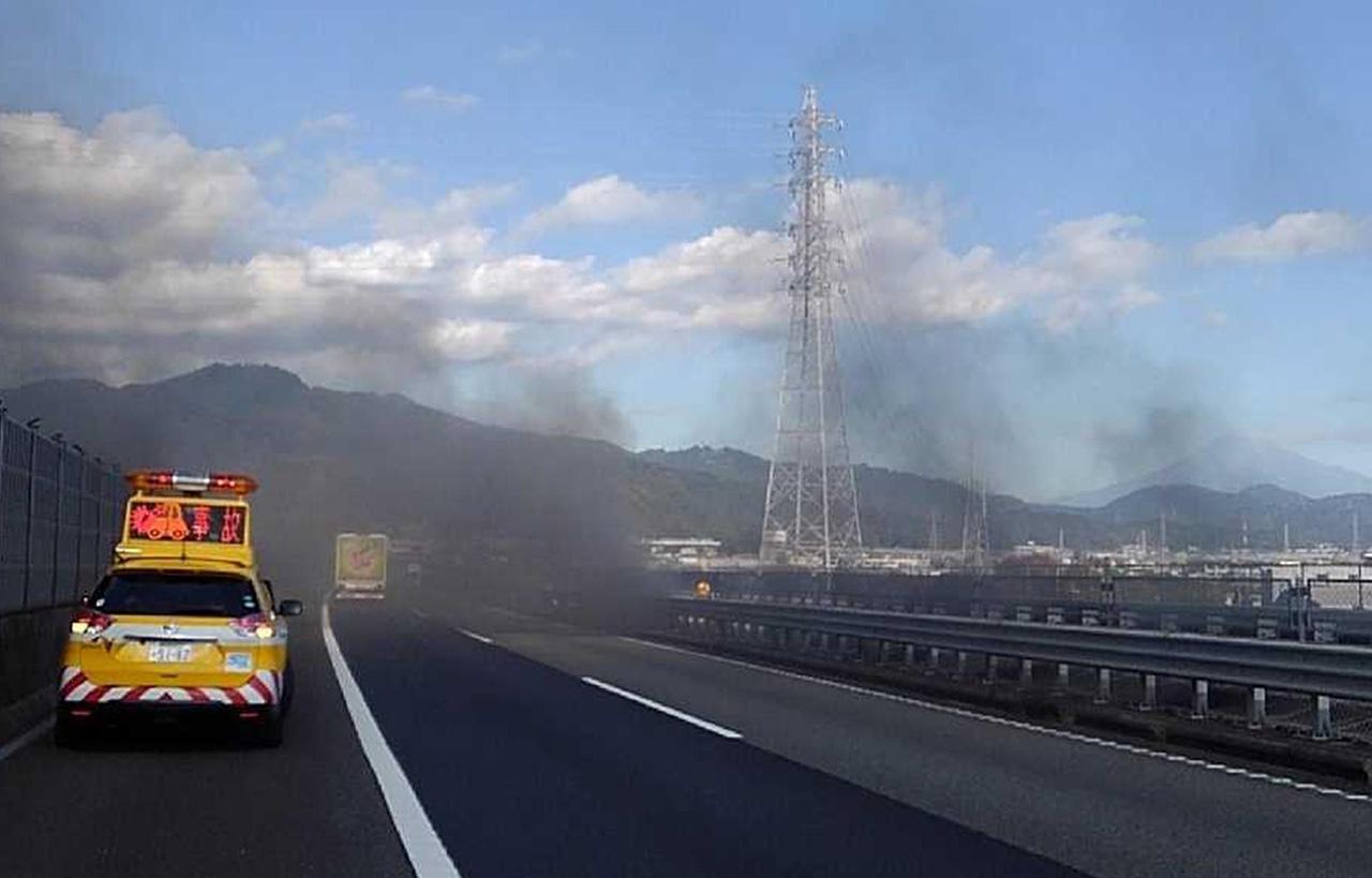東名 高速 火災 東名高速でバス火災 高校生ら無事(静岡県)(静岡放送(SBS))