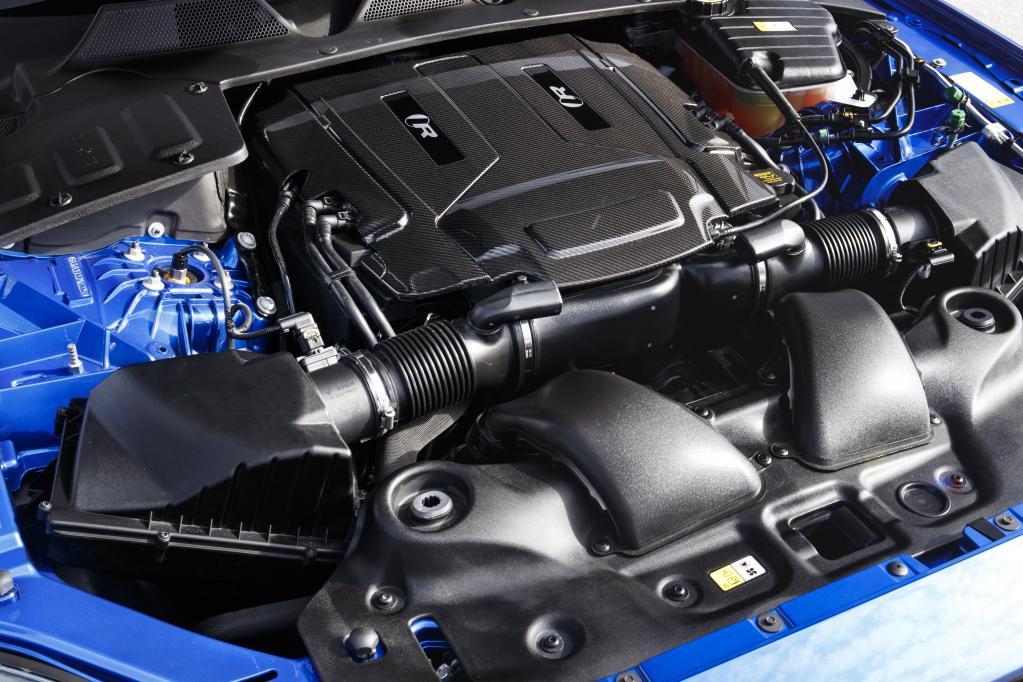 ジャガーXJR575のエンジン