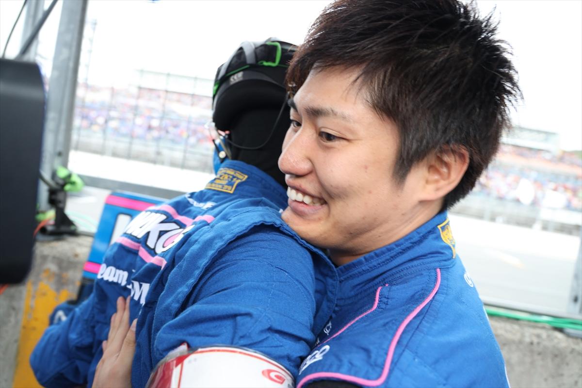 チャンピオンを喜ぶ大嶋選手