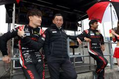 中嶋総監督と両ドライバー