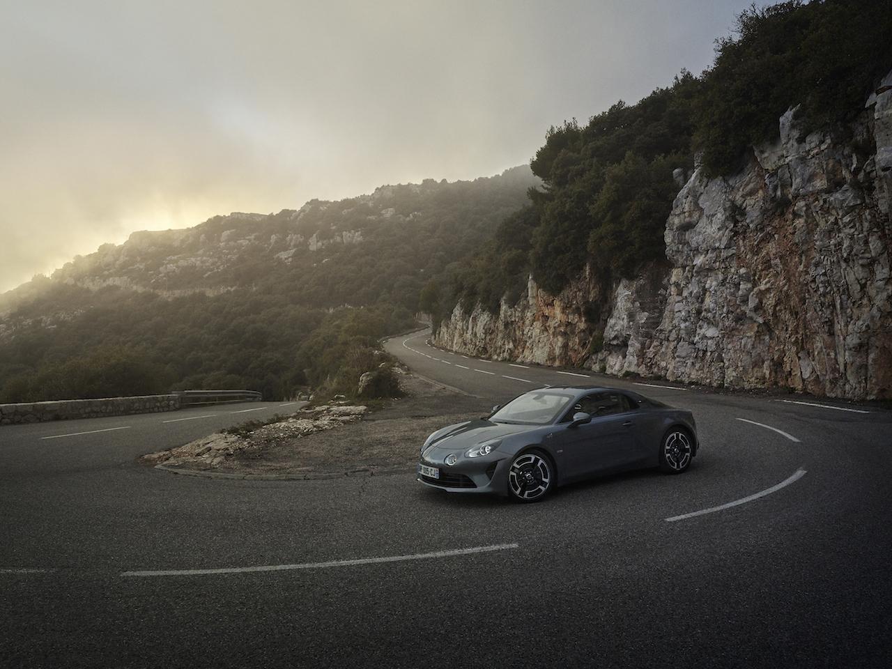 「新生アルピーヌにわずか10台限定の左ハンドルモデル「A110 リネージ リミテッド」が登場【新車】」の3枚目の画像