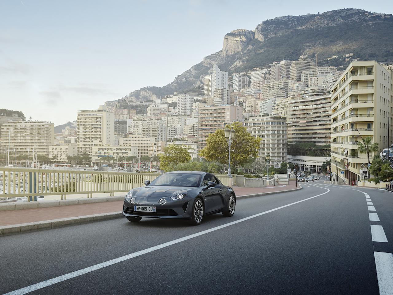 「新生アルピーヌにわずか10台限定の左ハンドルモデル「A110 リネージ リミテッド」が登場【新車】」の2枚目の画像