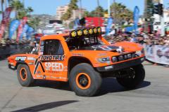豪快な走りで人気のロビー・ゴードンが乗るフォード・ラプター77号車