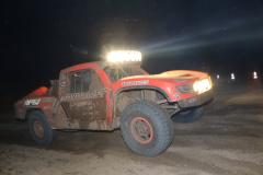 レースは給油やタイヤ交換などを除き、ノンストップで一晩中続く