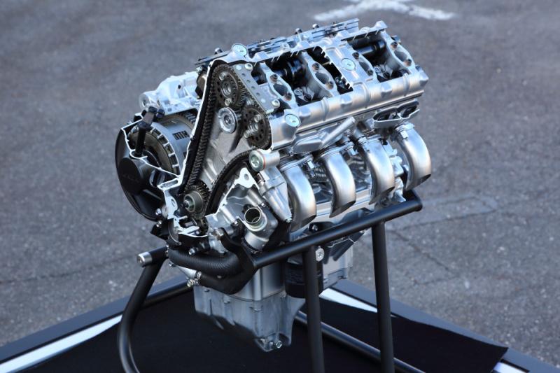 CBR1000RR-R_ENGINE01