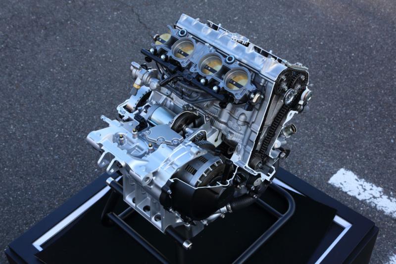 CBR1000RR-R_ENGINE02