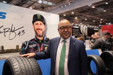 欧州戦略商品のひとつ「PROXES Sport SUV」と清水隆史社長