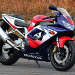 世界観を作り、ジャンルを生み出し、レースを引き寄せたバイク。それがCBR900/1000RR【新型ファイアーブレード登場・3】 - FIREBLADE03