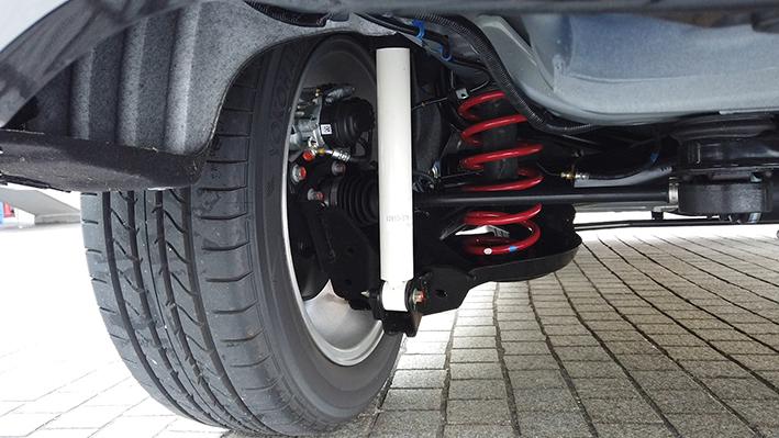 ヴェゼル モデューロ X HV 4WD リヤサス