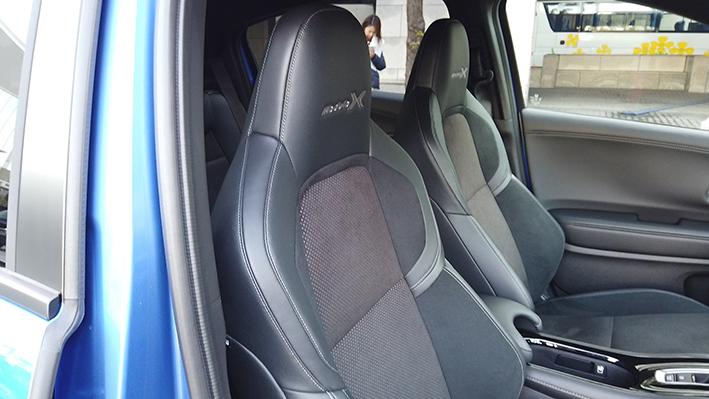 ヴェゼル モデューロ X HV 4WD 前席
