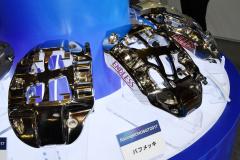 バフメッキ加工されたブレーキキャリパー「MONO 6」