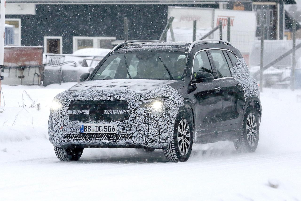 「摂氏マイナス40度でもスイスイ走る! メルセデス・ベンツの新型EV「EQB」をキャッチ」の2枚目の画像
