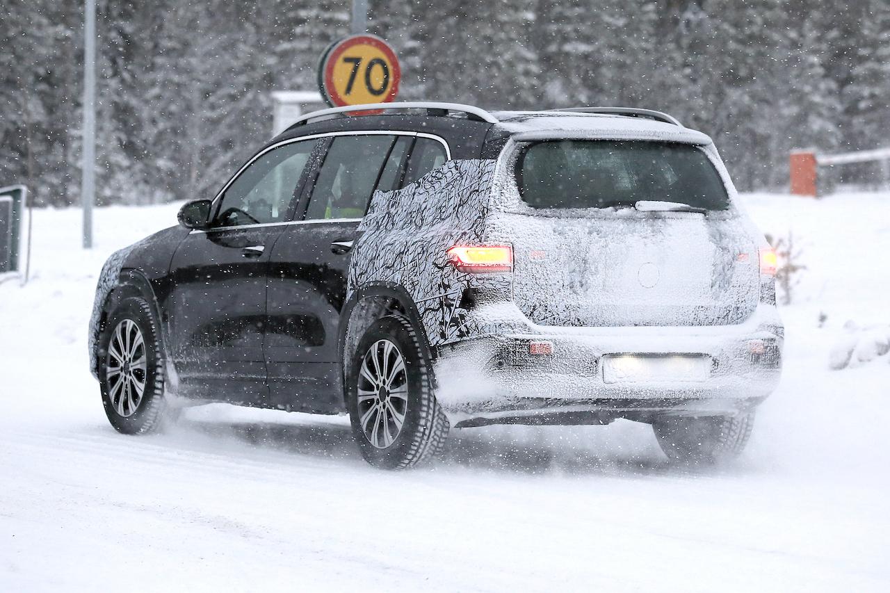 「摂氏マイナス40度でもスイスイ走る! メルセデス・ベンツの新型EV「EQB」をキャッチ」の10枚目の画像