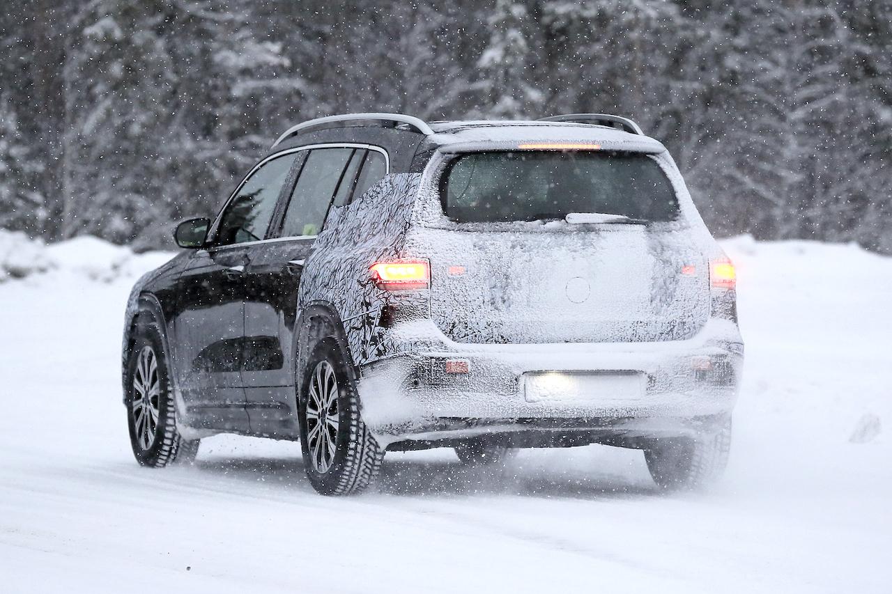 「摂氏マイナス40度でもスイスイ走る! メルセデス・ベンツの新型EV「EQB」をキャッチ」の11枚目の画像