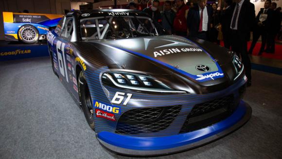 NASCAR服部レーシング スープラ