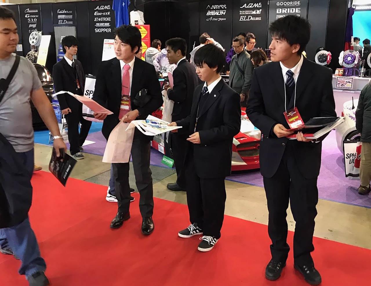 「部活がやりたい! 廃部処分の「原動機研究部」高校生が東京オートサロン2020で署名活動」の2枚目の画像