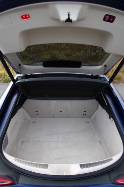 メルセデス AMG GT 4ドア クーペ