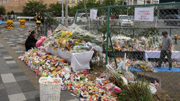 大津の事故現場への献花