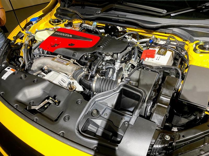 タイプRのエンジンルーム