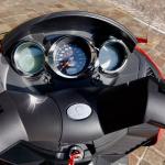レバー1本でアクセル&回生ブレーキを操作可能なADIVA VX-1は新感覚の電動スクーターだ! - ADIVA_Testride03