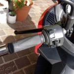 レバー1本でアクセル&回生ブレーキを操作可能なADIVA VX-1は新感覚の電動スクーターだ! - ADIVA_Testride04