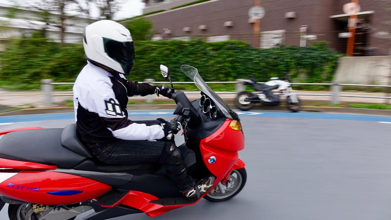 「レバー1本でアクセル&回生ブレーキを操作可能なADIVA VX-1は新感覚の電動スクーターだ!」の13枚目の画像