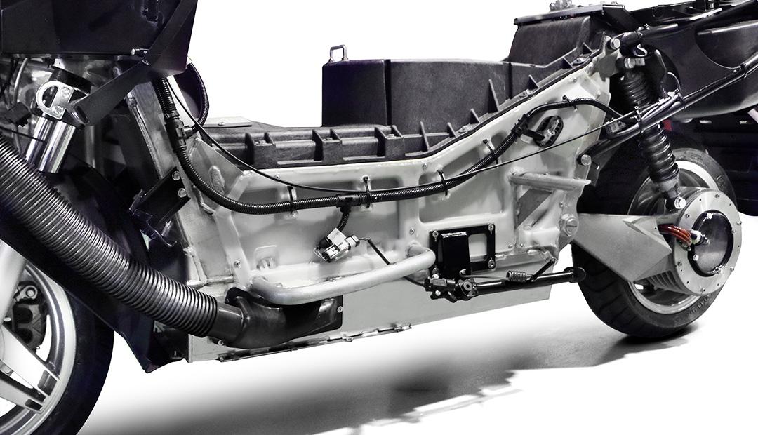 「レバー1本でアクセル&回生ブレーキを操作可能なADIVA VX-1は新感覚の電動スクーターだ!」の17枚目の画像