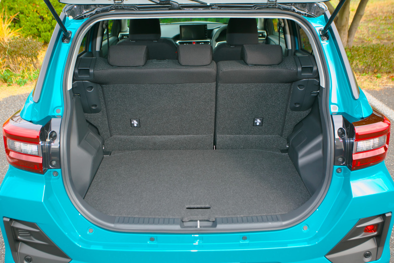 新車販売台数No.1のトヨタ ライズは369L! トランク容量を表すVDA方式ってどう測ってるの?【クルマトリビア】 | luggage_trivia_003 | 3枚目の写真 (全8枚)