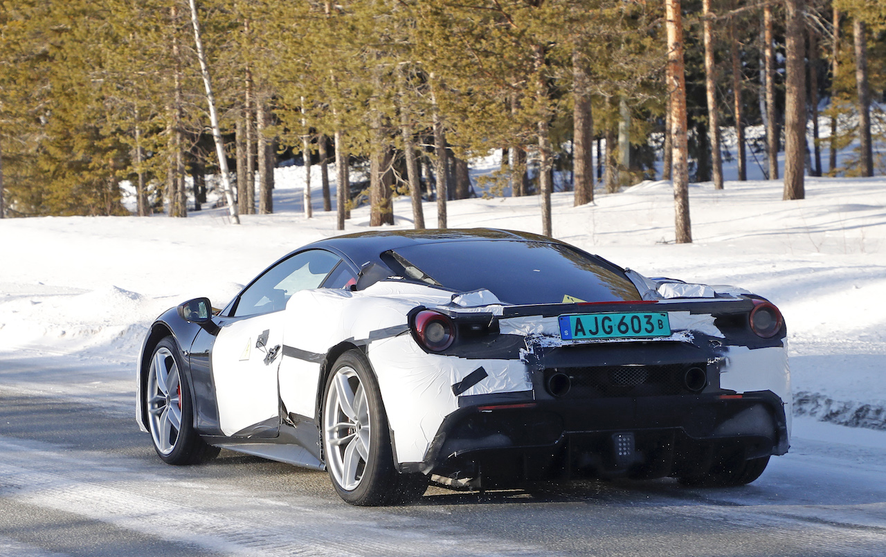 「正体はV6ハイブリッドの新型モデル!? フェラーリ 488GTBベースの開発車輌をキャッチ」の8枚目の画像