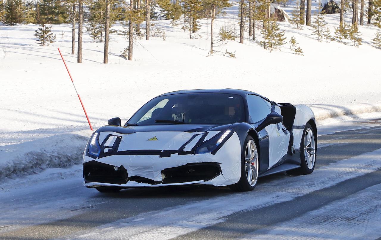 「正体はV6ハイブリッドの新型モデル!? フェラーリ 488GTBベースの開発車輌をキャッチ」の1枚目の画像
