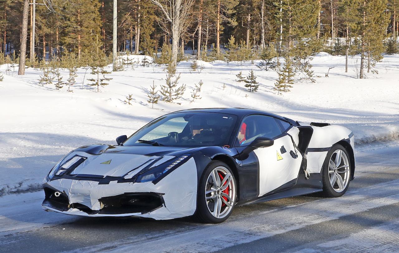 「正体はV6ハイブリッドの新型モデル!? フェラーリ 488GTBベースの開発車輌をキャッチ」の4枚目の画像