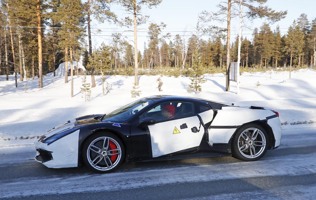 「正体はV6ハイブリッドの新型モデル!? フェラーリ 488GTBベースの開発車輌をキャッチ」の5枚目の画像