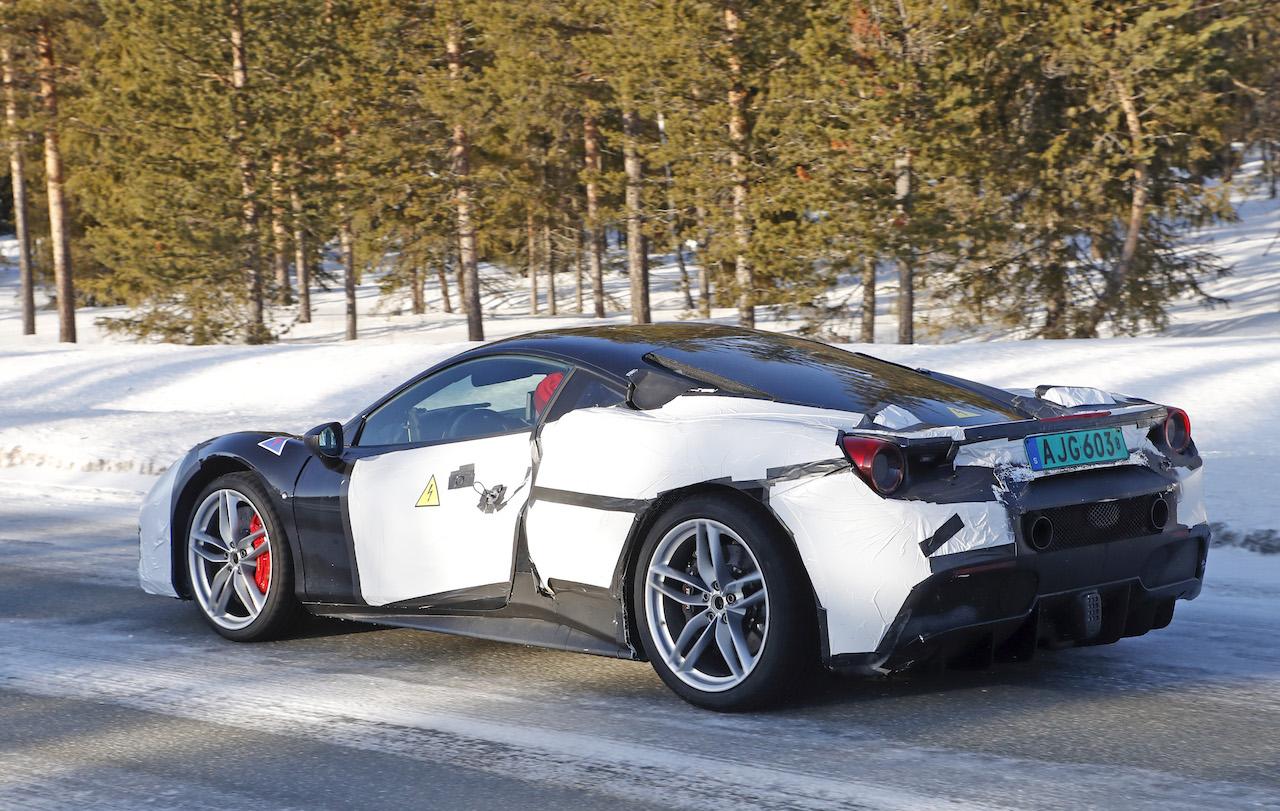 「正体はV6ハイブリッドの新型モデル!? フェラーリ 488GTBベースの開発車輌をキャッチ」の6枚目の画像