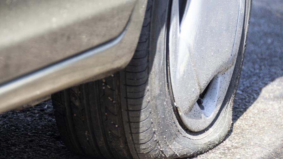 タイヤ パンク 修理