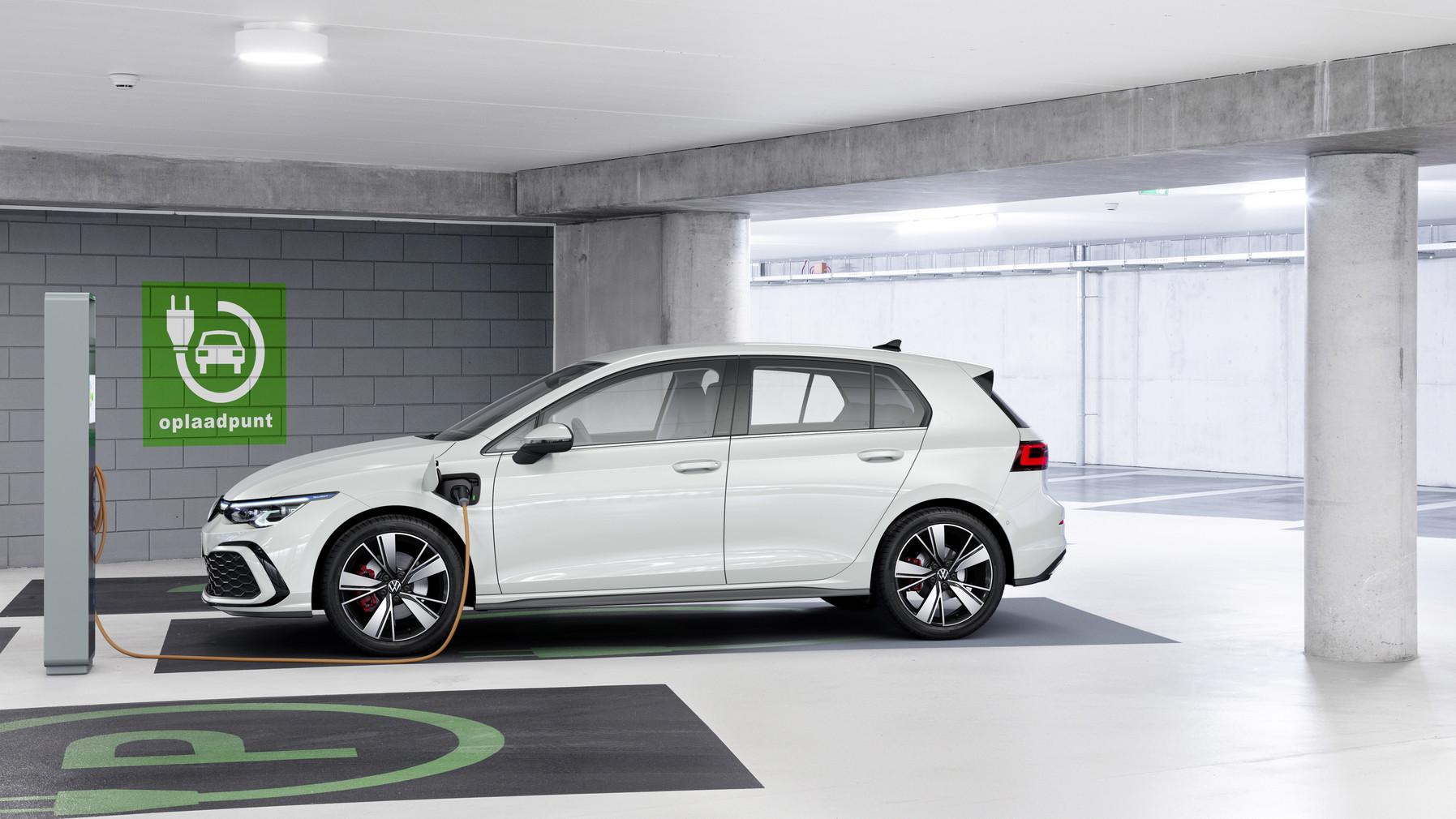 「フォルクスワーゲンが新型Golf GTI、GTE、GTDの3台を発表【新車】」の1枚目の画像