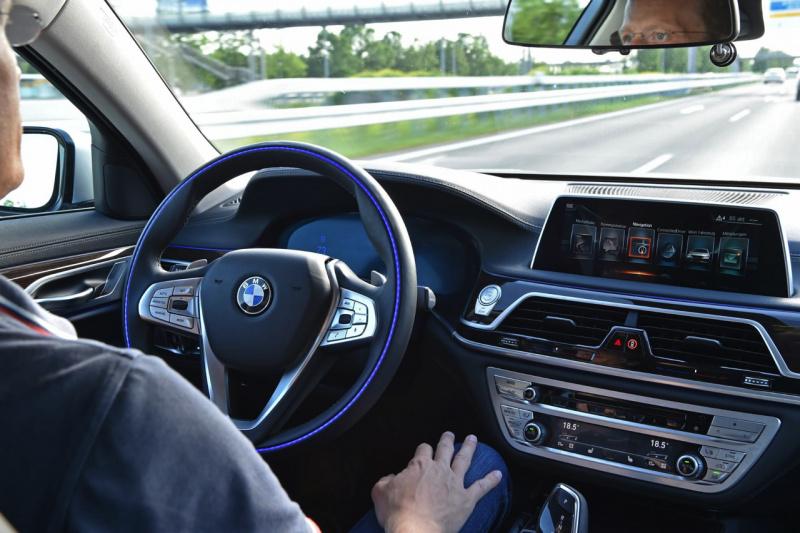 BMWのハンズオフ運転