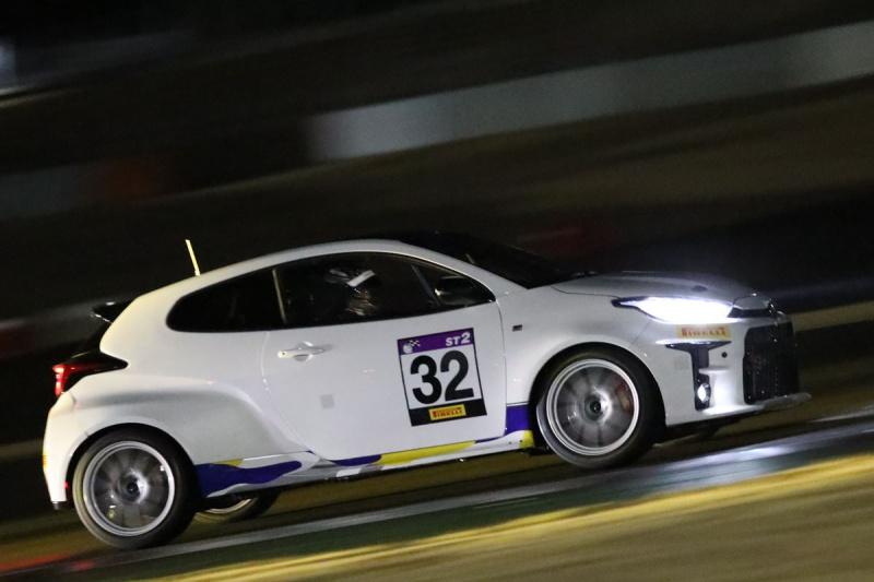 ナイトセッションのGRヤリススーパー耐久レース仕様