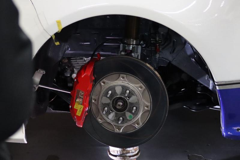 GRヤリススーパー耐久レース仕様のブレーキとフロントサスペンション