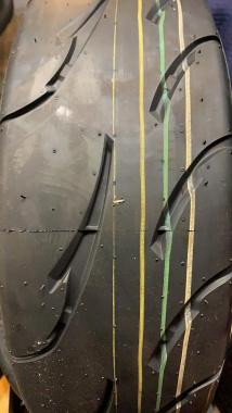 タイヤの識線