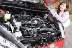 トヨタ ヤリス ハイブリッドのエンジンルーム