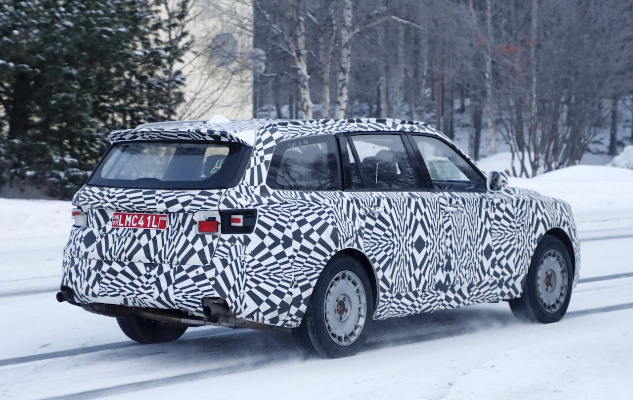 「「ロシアのロールスロイス」は、指揮官の名を持つ超豪華SUV。598馬力のハイブリッドを搭載し、2022年発売」の7枚目の画像