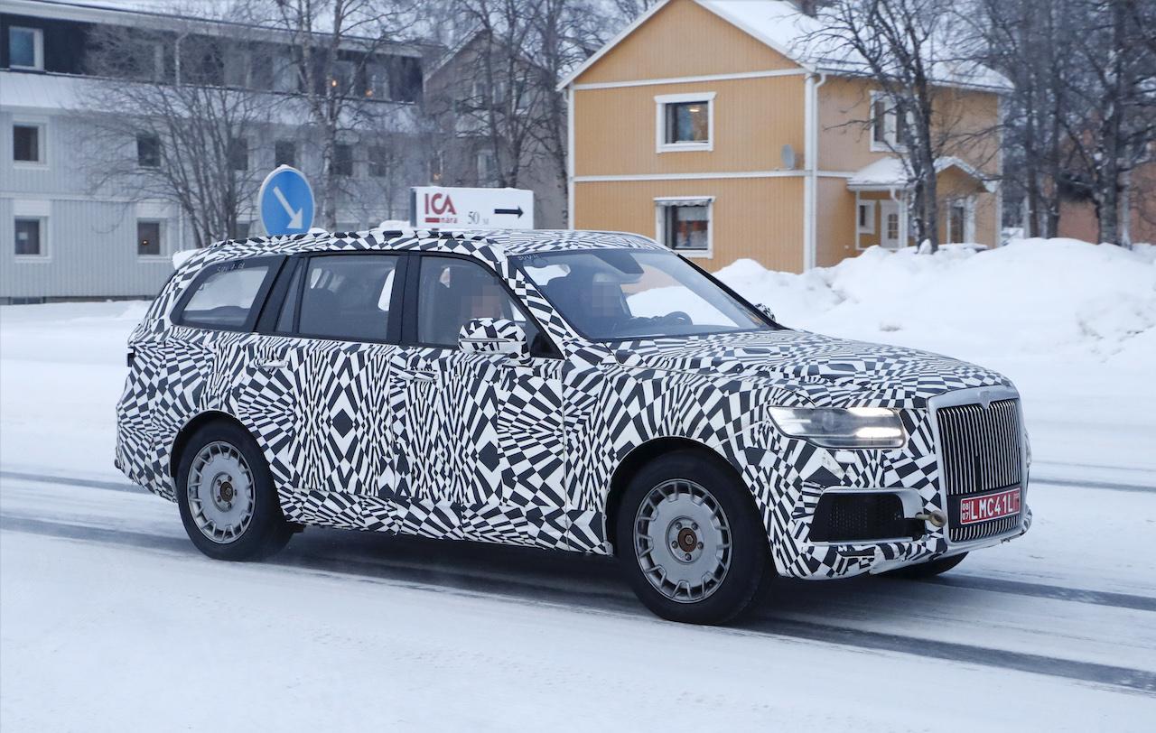 「「ロシアのロールスロイス」は、指揮官の名を持つ超豪華SUV。598馬力のハイブリッドを搭載し、2022年発売」の4枚目の画像