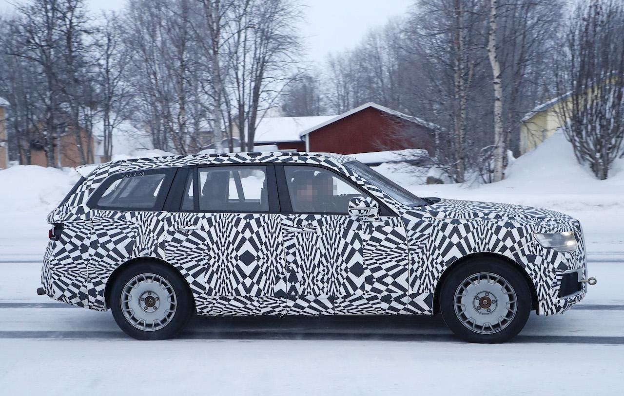 「「ロシアのロールスロイス」は、指揮官の名を持つ超豪華SUV。598馬力のハイブリッドを搭載し、2022年発売」の5枚目の画像