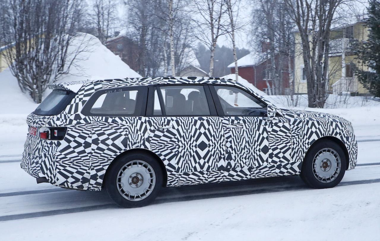 「「ロシアのロールスロイス」は、指揮官の名を持つ超豪華SUV。598馬力のハイブリッドを搭載し、2022年発売」の6枚目の画像