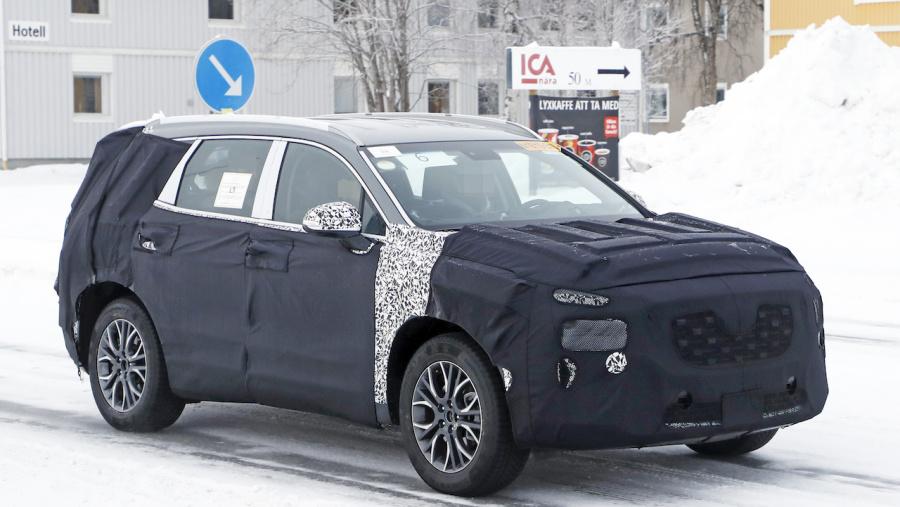 ヒュンダイの主力SUV「サンタフェ」改良型は、ボルボ風T字型LEDデイライトを装備?