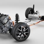 インパネも専用、後部キャビンの拡大でSUVとしての存在感を増したトヨタ「ヤリス クロス」今秋発売 - TOYOTA_E-Four
