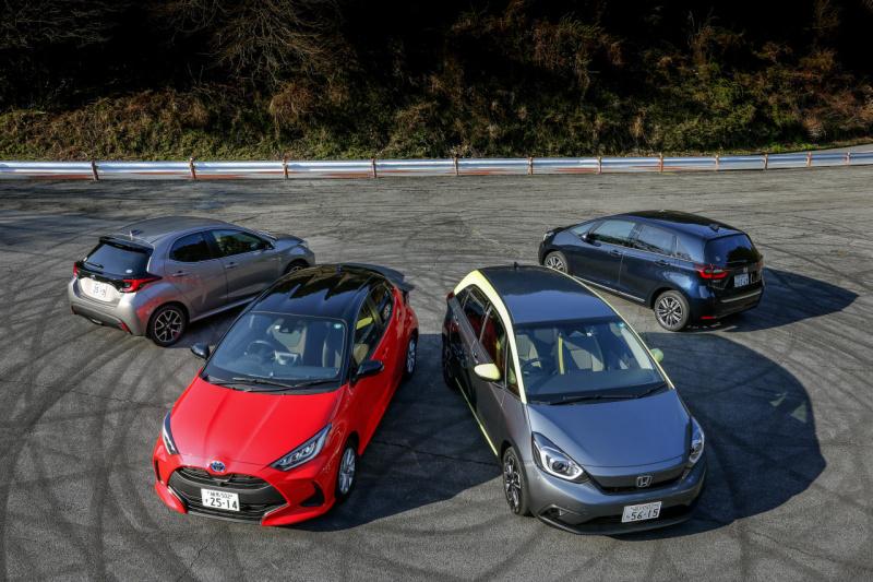 トヨタ・ヤリスとホンダ・フィットの4台集合