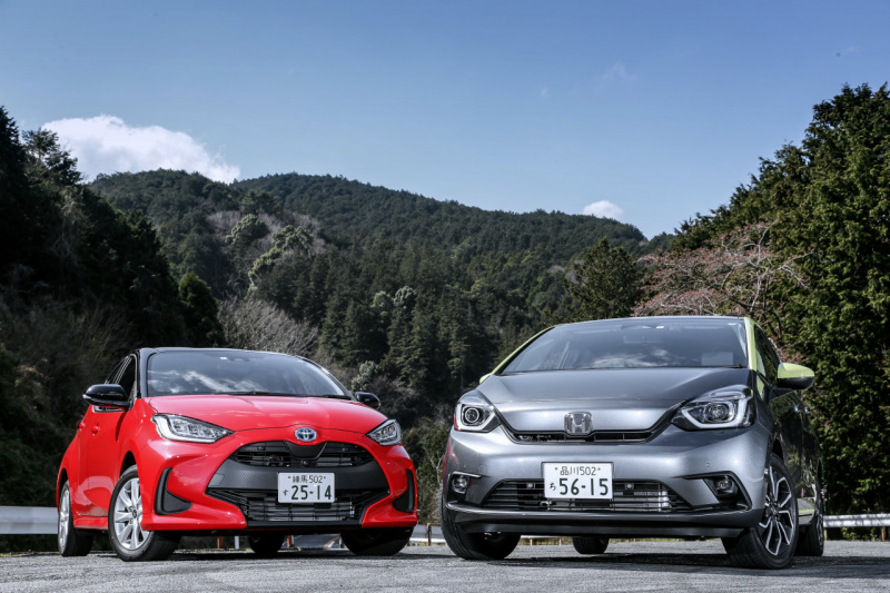 ホンダ・フィット NESSとトヨタ・ヤリス HYBRID G