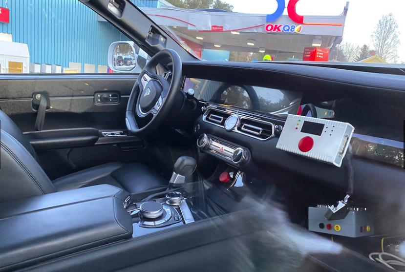 「「ロシアのロールスロイス」は、指揮官の名を持つ超豪華SUV。598馬力のハイブリッドを搭載し、2022年発売」の1枚目の画像